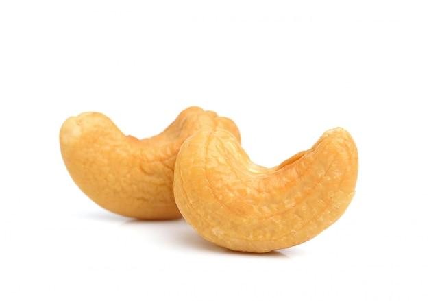 Geröstete cashewnüsse isoliert