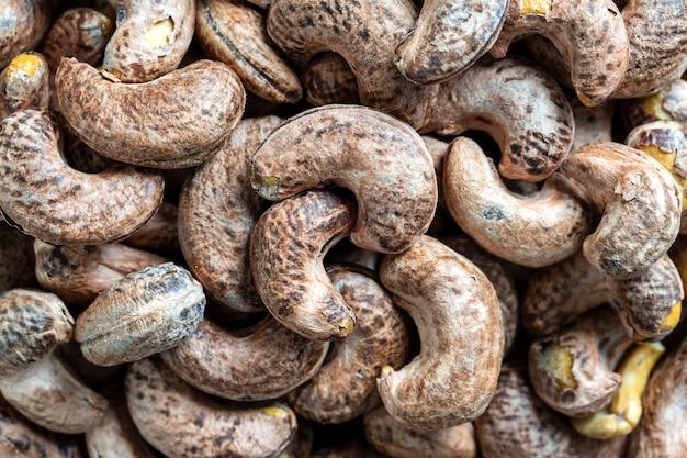 Geröstete cashewnüsse mit schale