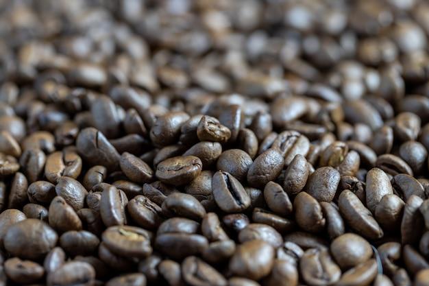 Geröstete kaffeebohnen hintergrund