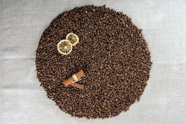 Geröstete kaffeebohnen können als hintergrund verwendet werden. kaffeebohnen textur.