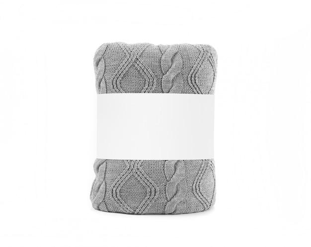 Gerolltes graues plaid mit leerem weißem aufkleber. vorderansichtfoto bereit zum spott oben.