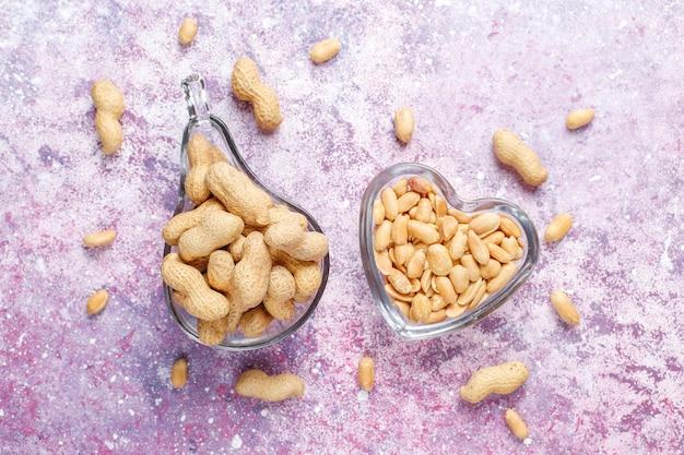 Gesalzene geröstete erdnüsse.