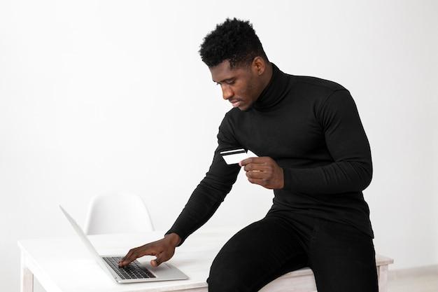 Geschäft afroamerikaner mann