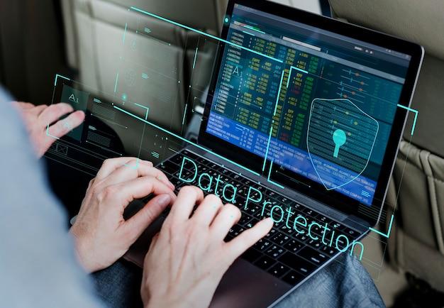 Geschäft poeple, das laptop ökonomisches finanziell verwendet