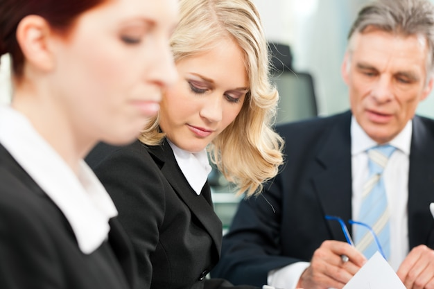 Geschäft - teambesprechung im büro