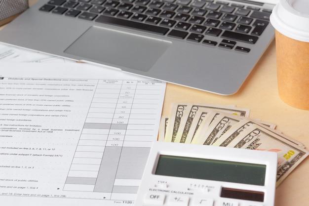 Geschäfts- und finanzbericht anzeigen. buchhaltung, nahes hohes des geldes
