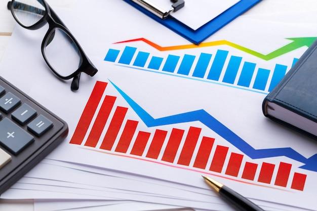 Geschäftsdiagramm mit finanziellem erfolg