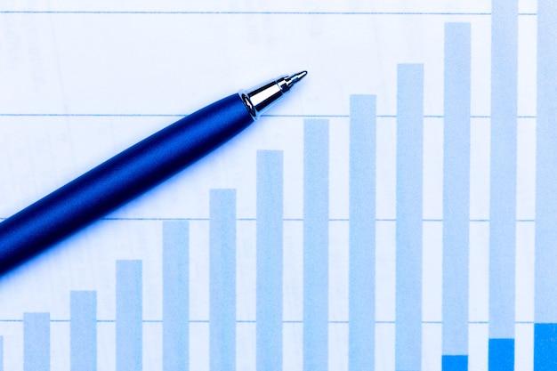 Geschäftsdiagramme und stift