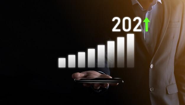 Geschäftsentwicklung zum erfolg und wachsendes wachstumsjahr 2021 konzept