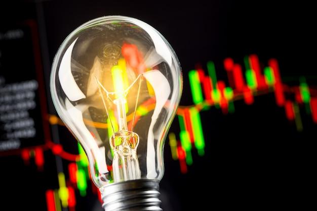 Geschäftserfolg mit aktiengraph und glühbirne