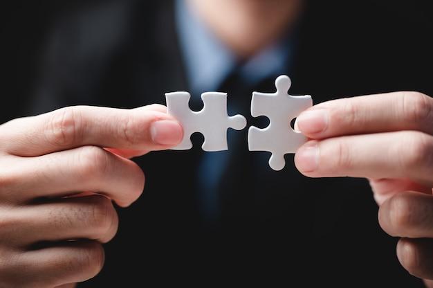 Geschäftserfolgskonzeptidee von puzzle, teamwork-lösung und join-verbindung, strategieteam zusammen, match mit kooperationspartnerschaftsherausforderung