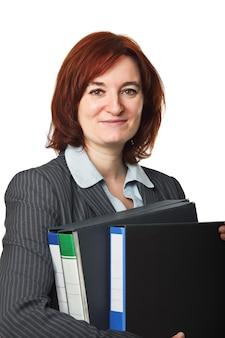 Geschäftsfrau bei der arbeit, die akten hält