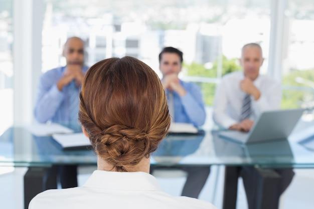 Geschäftsfrau bei der arbeit interview