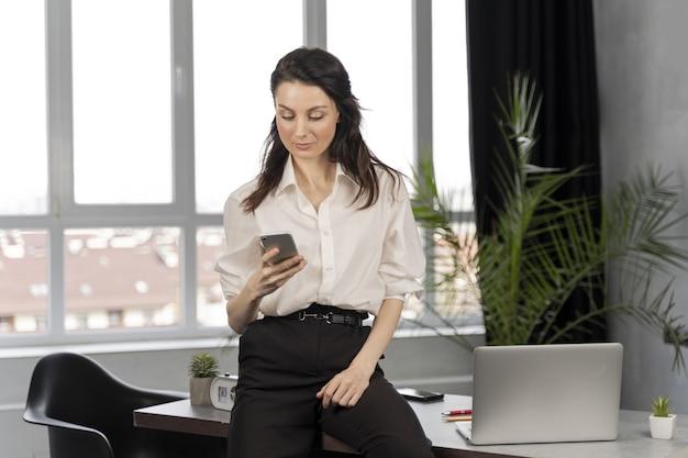 Geschäftsfrau bei der arbeit