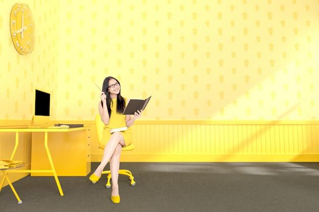 Geschäftsfrau, die am schreibtischgelb sitzt