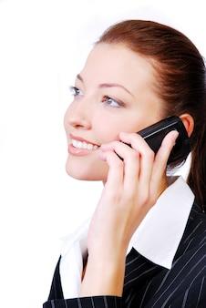 Geschäftsfrau, die am telefon spricht. auf weiß isoliert