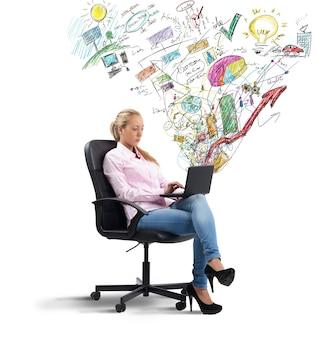 Geschäftsfrau, die gewinne analysiert