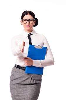 Geschäftsfrau, die hand für handschlag gibt