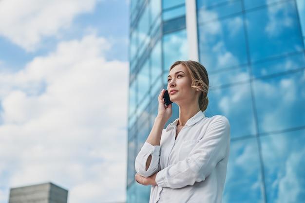 Geschäftsfrau erfolgreiche frau geschäftsmann im freien