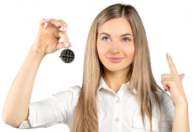 Geschäftsfrau holding compass lokalisierte auf weiß