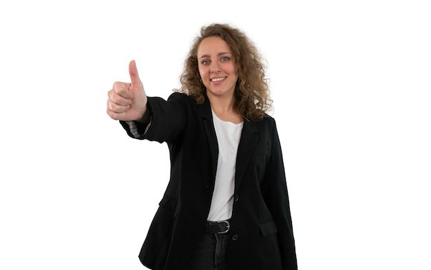 Geschäftsfrau im anzug gestikulierend daumen hoch isoliert