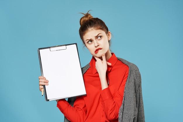 Geschäftsfrau im anzug lifestyle studio finanzen