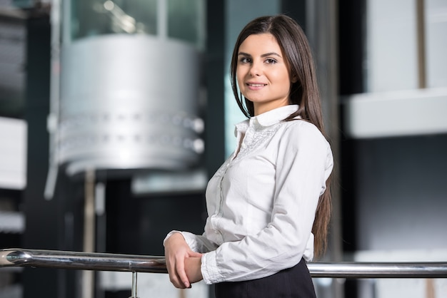 Geschäftsfrau im modernen büro