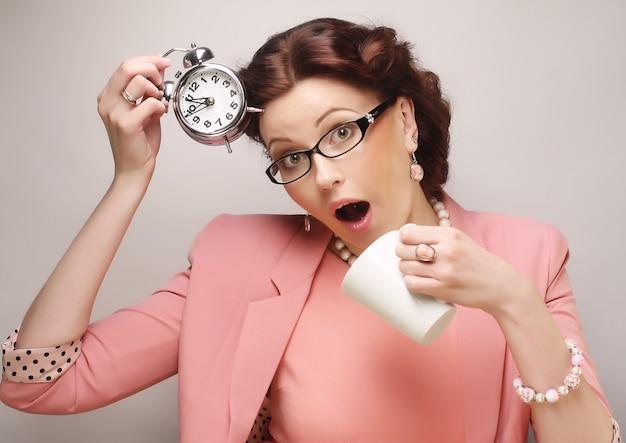 Geschäftsfrau macht eine kaffeepause