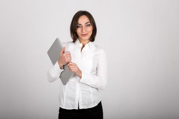 Geschäftsfrau mit dem laptop getrennt