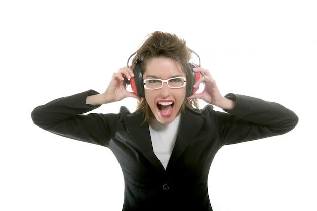 Geschäftsfrau mit lärmschutzkopfhörern