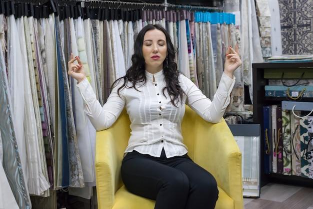 Geschäftsfrau ruhe und meditation