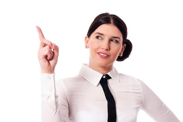 Geschäftsfrau zeigt auf kopierraum