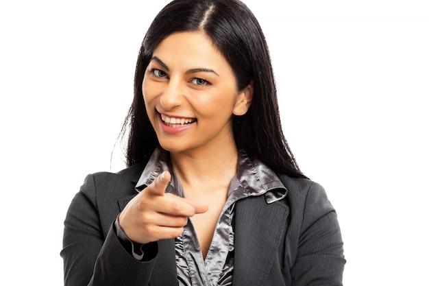 Geschäftsfrau zeigt finger auf sie, die kamera betrachten. einstellungskonzept