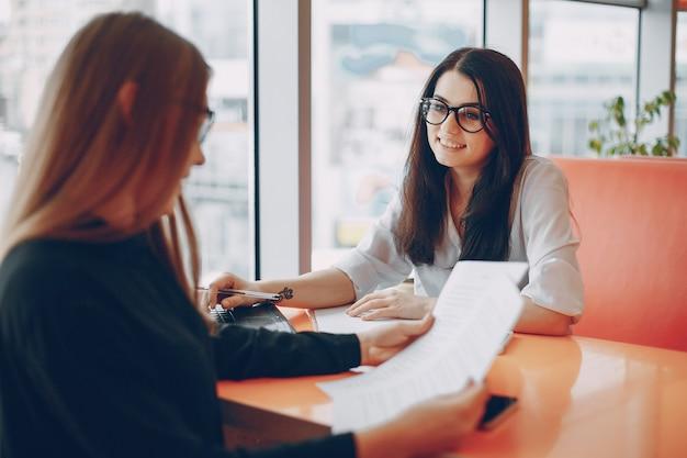 Geschäftsfrauen im büro