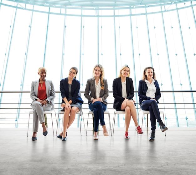 Geschäftsfrauen-teamwork zusammen berufsberuf-konzept