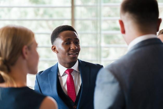 Geschäftsgruppensitzungs-diskussions-strategie-arbeitskonzept