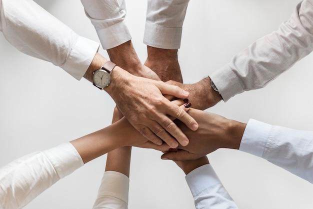 Geschäftshände verbanden teamwork zusammen