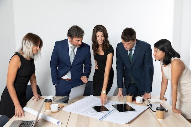 Geschäftskollegen zusammen arbeiten