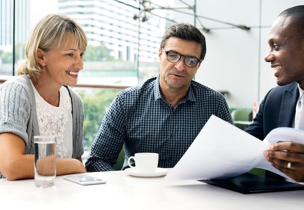 Geschäftskommunikations-verbindungs-leute-konzept