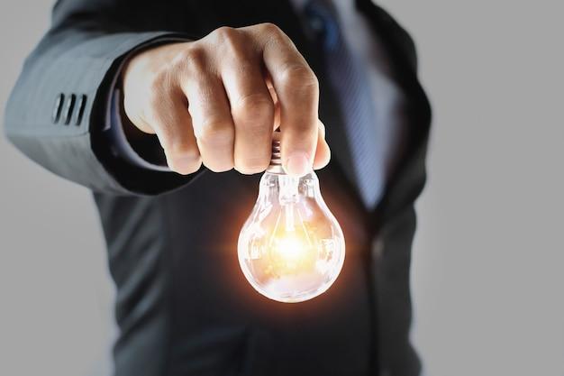 Geschäftskonzept, das energie spart. neue ideen inspiration und innovation
