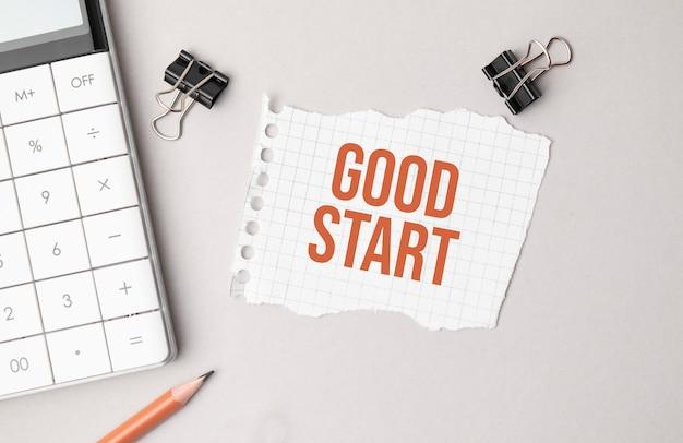 Geschäftskonzept. notizbuch mit text gutes startblatt weißes papier für notizen, taschenrechner, brille, bleistift, kugelschreiber, im weißen hintergrund