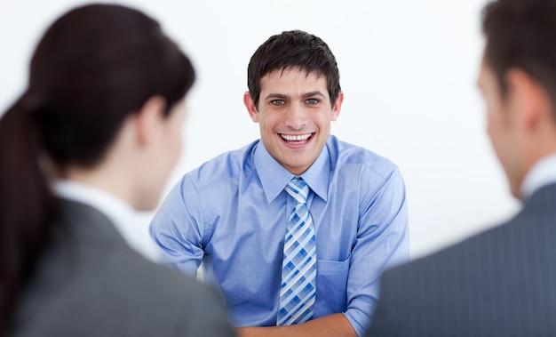Geschäftsleute, die ein vorstellungsgespräch haben