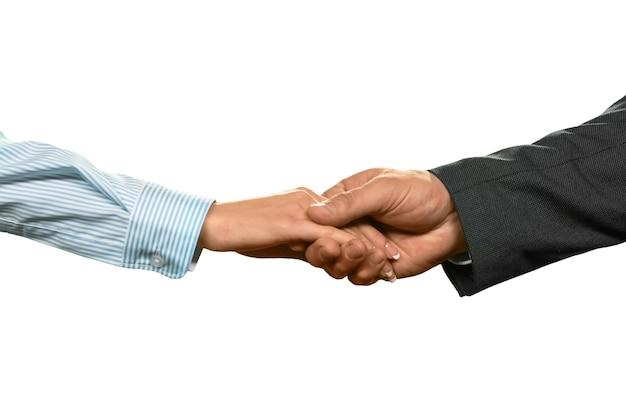 Geschäftsleute, die hände rütteln. anwalt und ihr mandant. schutz und vertrauen. ein neuer verbündeter.