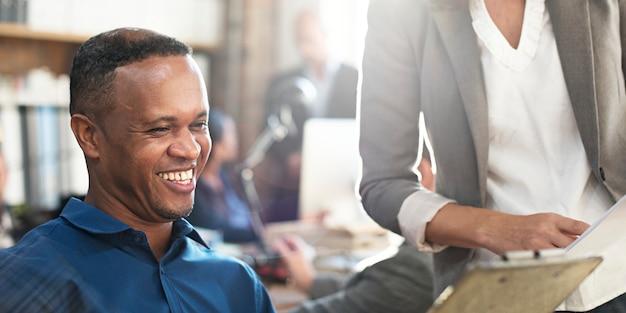 Geschäftsleute diskussions-arbeitsteam concept