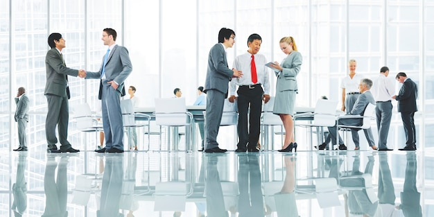 Geschäftsleute diskutieren