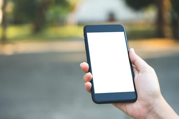 Geschäftsleute entsperren den bildschirm des smartphones für den geschäftlichen gebrauch es gibt ein geheimnis