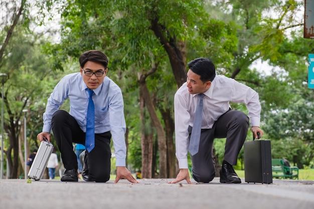 Geschäftsleute haben konkurrenz um erfolg