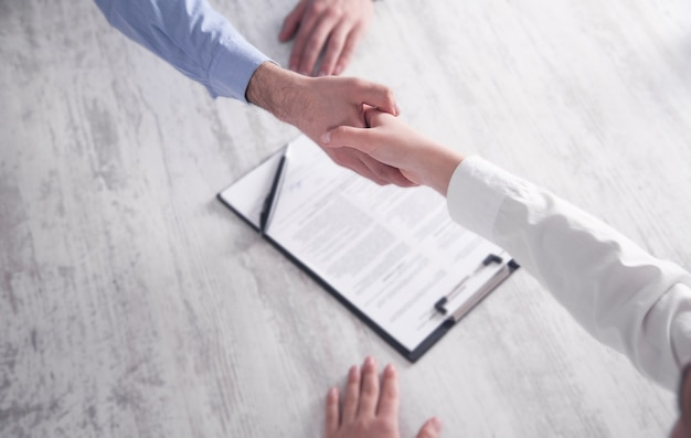 Geschäftsleute händeschütteln. geschäftspartnerschaft. deal-konzept