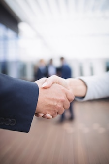 Geschäftsleute händeschütteln
