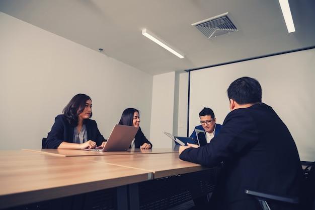 Geschäftsleute im seminarraum.